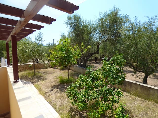 Romantic hideaway with garden, next to the beach - Avia - Apartment