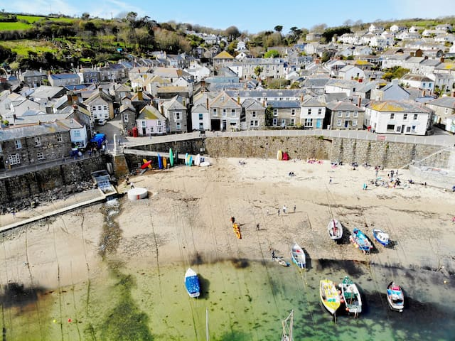 An Dyji, Mousehole - A traditional cottage a few hundred yards from the harbourside