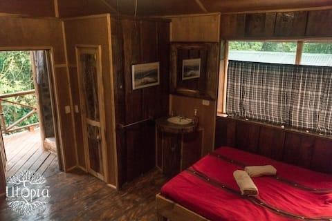 Utopia Eco Hotel - River Front Cabin 2