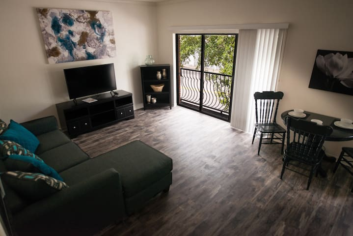 Lovely Loft Condo-Short Walk to UF Campus/Stadium