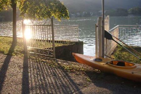 Sulle sponde dello splendido lago di Avigliana... - Avigliana - Villa