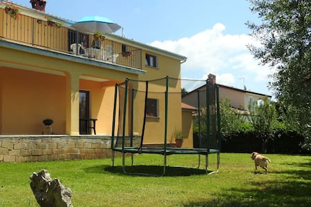 Idyllic♕country stay | Begi | 130m² | WiFi/AC/BBQ