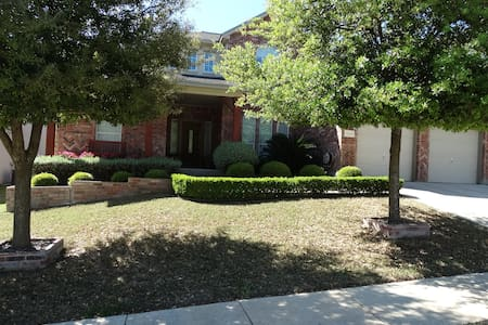 1 bedroom/ 2 queen beds /1 bathroom - Helotes