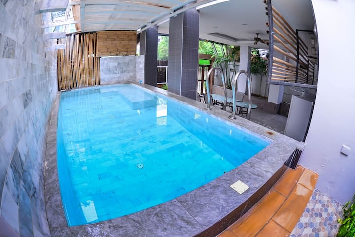 Villa with pool Near Walking Street. 在市中心附近的廉價泳池別墅