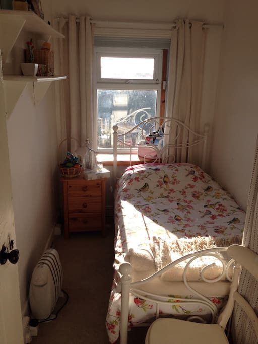 Private bright , clean and sunny room with city views. Own key to lock room . Clean fresh bed linen , toiletries  , hair dryer , towels , storage space and electric heater . Some fruit , water , box of tissues , a bedside lamp . 150 year Old wooden floor :) .. Free wifi