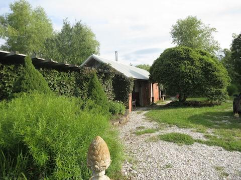 Garden Cabin on 12 acres near Boonville Missouri