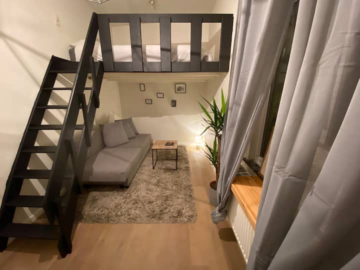 Cosy studio in city centre (Nationalestraat)