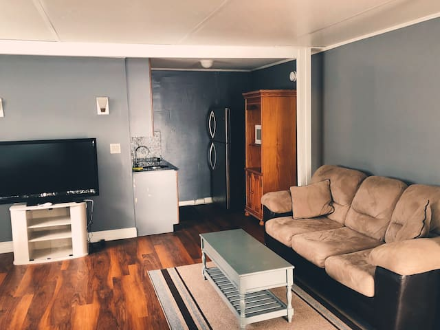 Clean & Fresh Private Suite  PARKING/WIFI 201