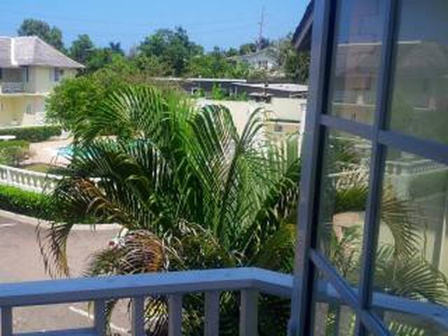 Sun Fun & Chill in Ocho Rios w/WiFi & Parking! - Ocho Rios - Condominium