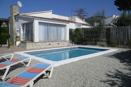 2 bedroom house and private pool(2)