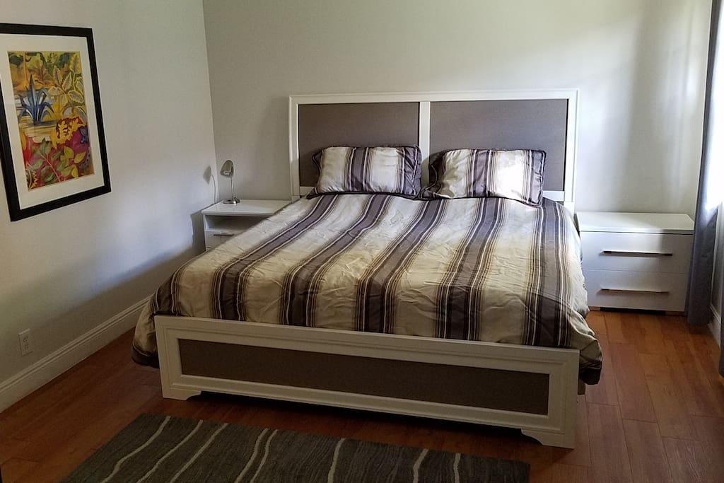 Master Bedroom - King Tempurpedic!
