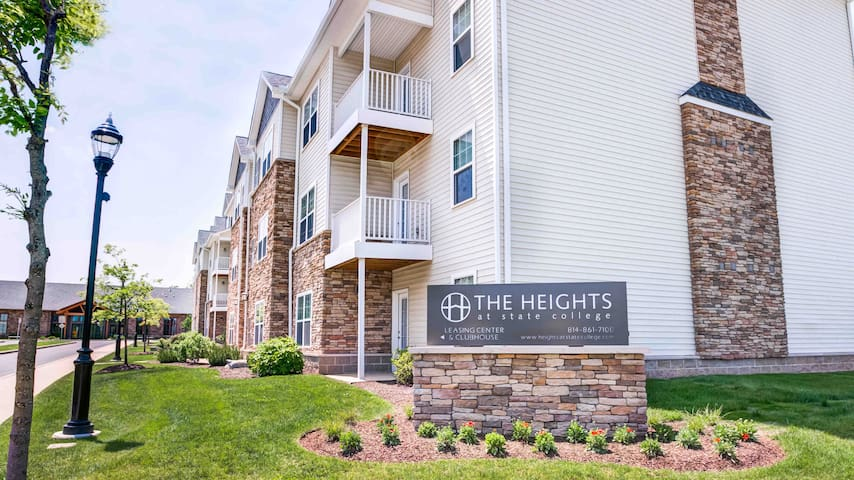 The Heights 10min from downtown with balcony + bus