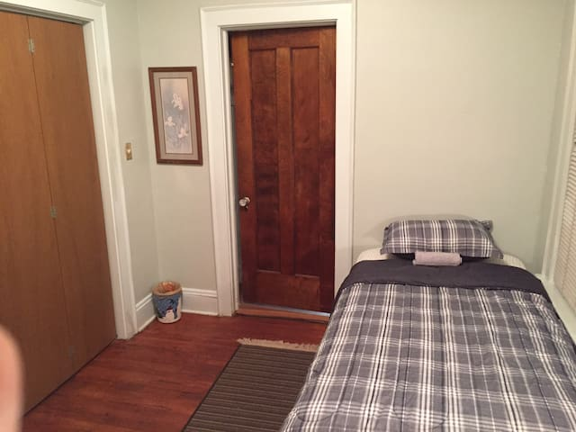 Room close to Cleveland Clinic, CSU, CWRU&Downtown