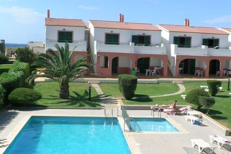Apartamento con piscina a 50 mts. de la playa