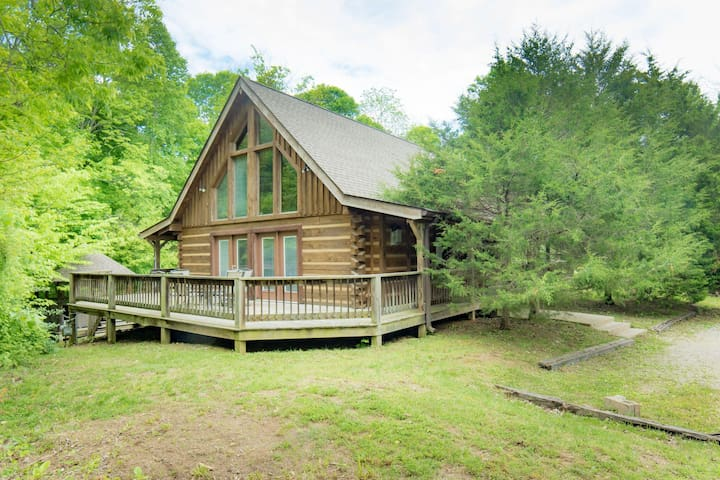 Gorgeous Cabin near Lake Monroe!