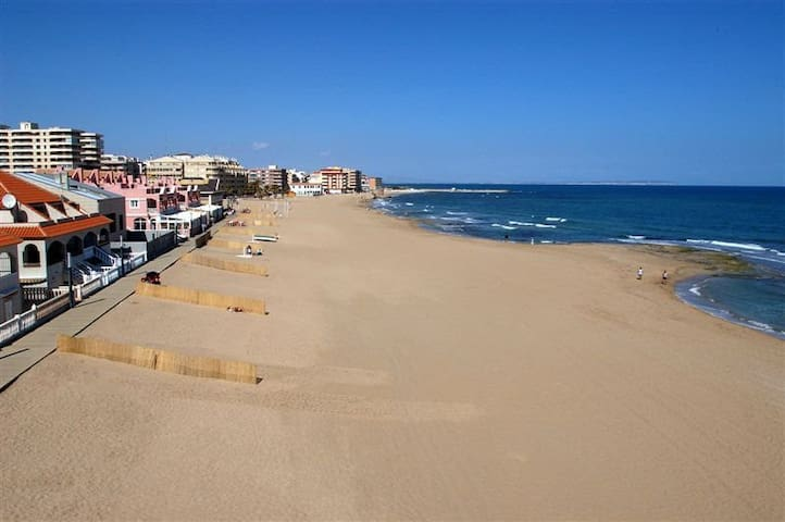 Apartment in first beach line - La Mata - Lejlighed