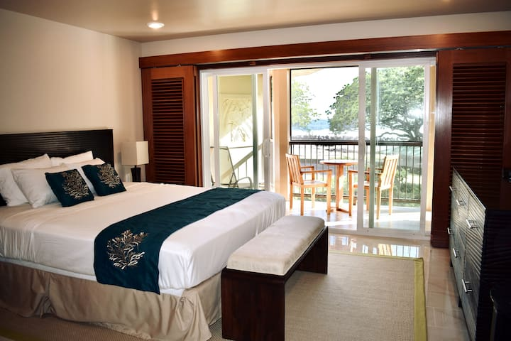 Oceanfront Lehua Room - Hilo Beach House Inn