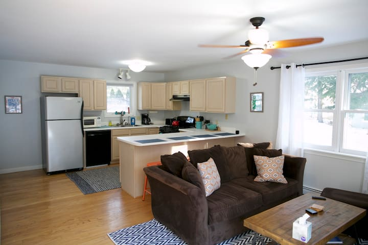 Private Spacious 2 Bedroom 2 Full Bath Guest Suite