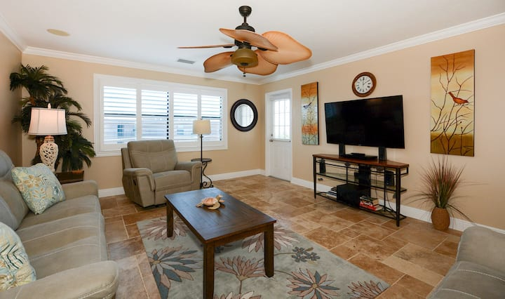 Condo 508 Relax in this beautiful top floor beach front 2BRs 2Bath condo located on the No 1 Beach in the US at Sea Shell Beach Front Property