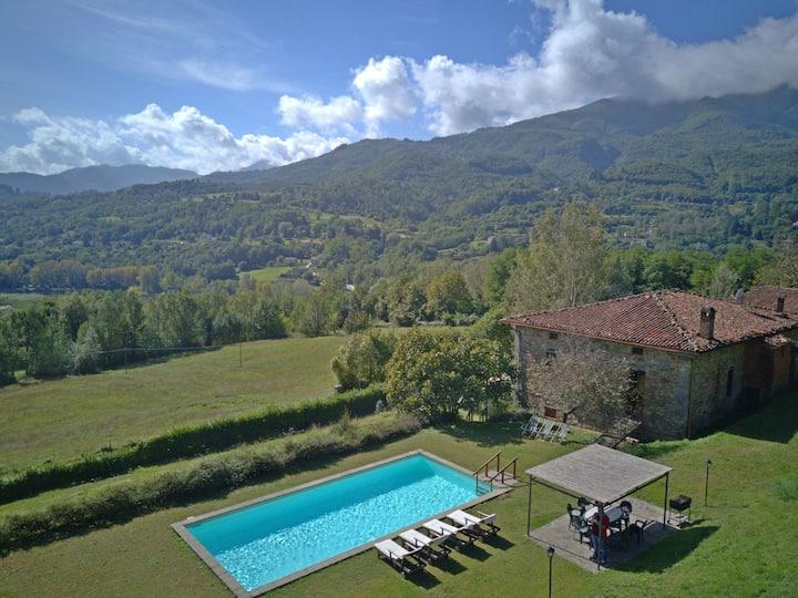 Villa und Nebenhaus für 12 Personen mit Pool