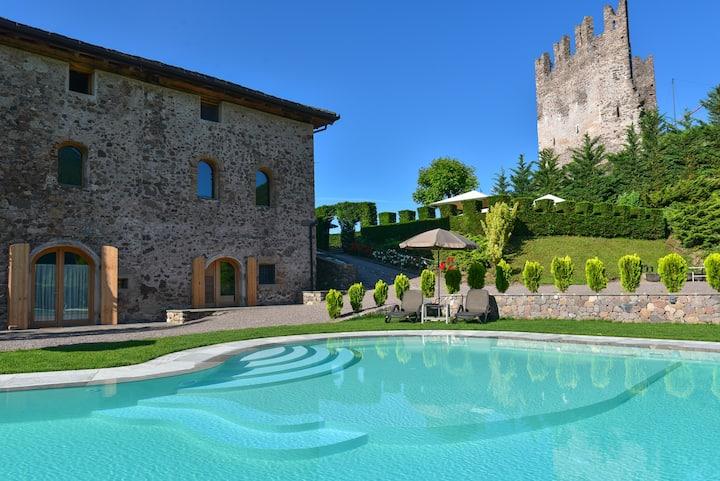 Relax nella natura in intera Villa con piscina