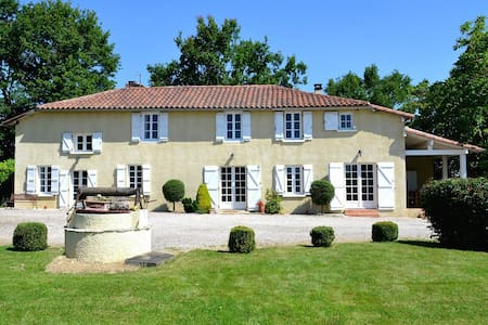 Farmhouse with pool and amazing mountain views. - Mont-de-Marrast - Ház