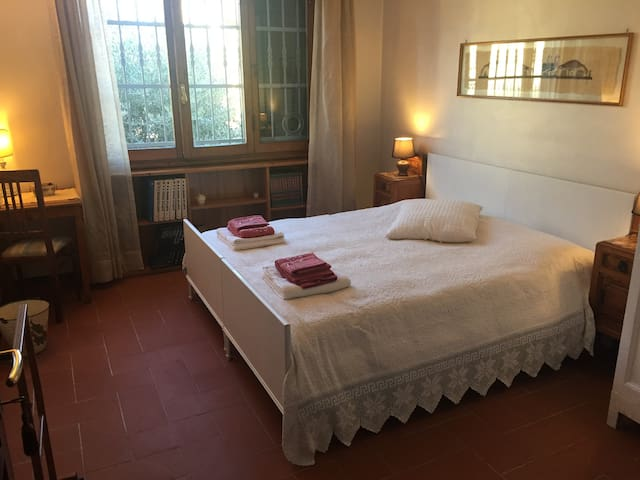 Double bedroom (or 2 separate beds) in Firenze Sud