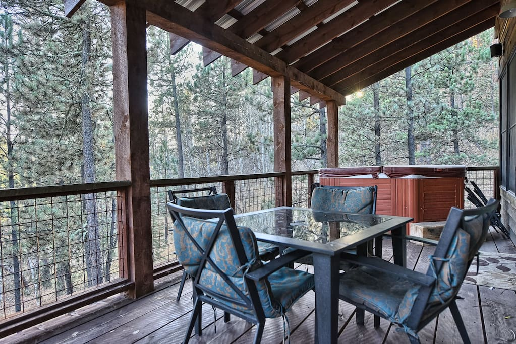 Deck with seating, BBQ Grill and hot tub