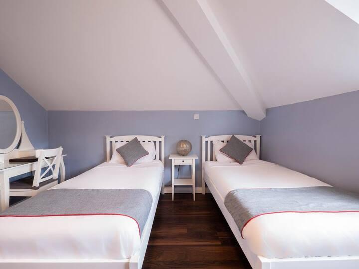 Standard Twin Room in OYO The Oak Baginton