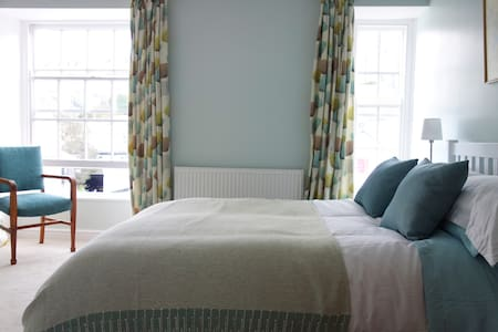 Lovely House in Central St Ives, Sleeps 6 *New*