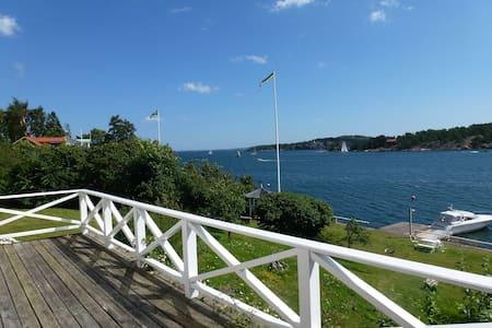 SeaView Cottage w/Pier. Sjötomt Stuga i Dalarö