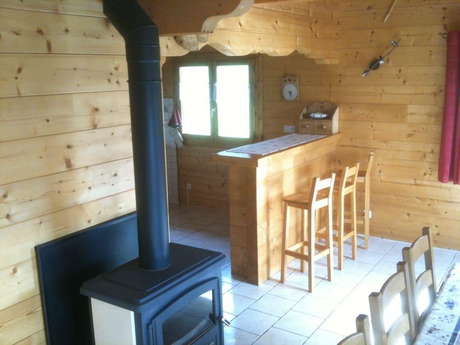 Salon / salle à manger avec poêle (RDC)