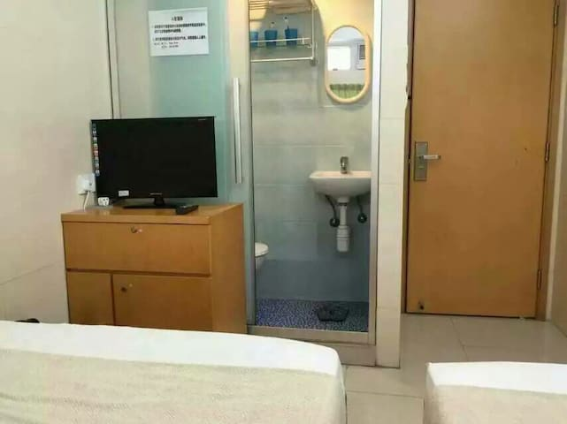 Family triple room, our hotel in Mongkok City Center, shopping, just 2 minutes from Metro station