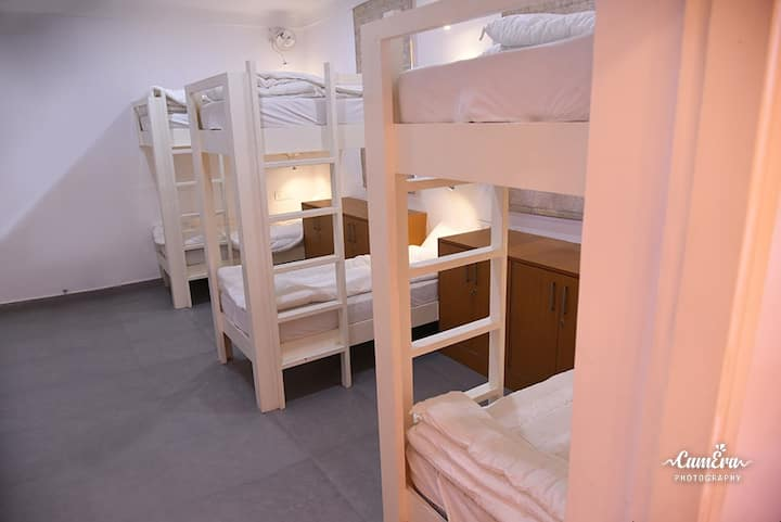 Shared room  luxury stay for couple back packers