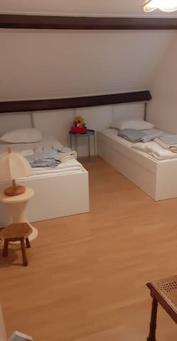 Chambre 1er etage 2 lits simples