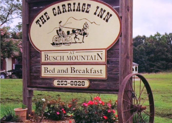 The Carriage Inn Busch Mountain - Eureka Springs - Bed & Breakfast