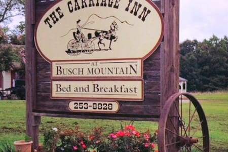 The Carriage Inn Busch Mountain - Bed & Breakfast