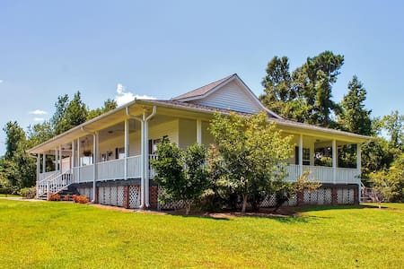 Peaceful 2BR Whiteville Home - Whiteville - Casa