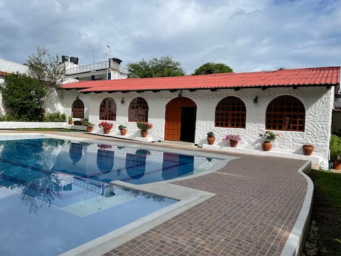 Hermosa casa con piscina privada en Melgar