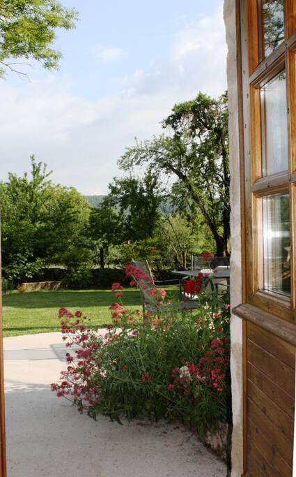 accès terrasse et jardin privés