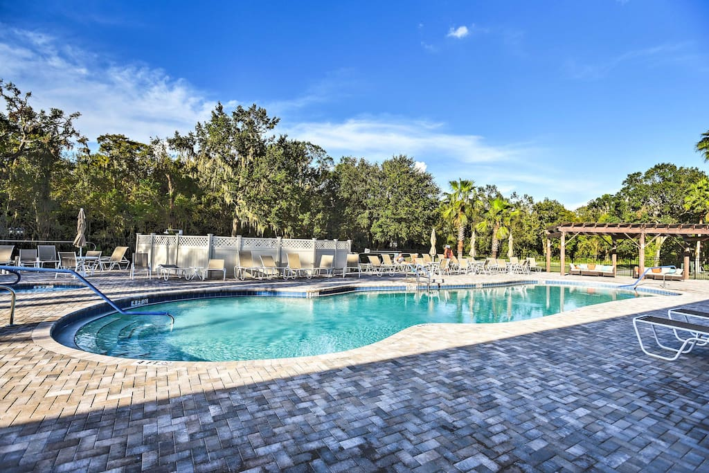 Enjoy access to community amenities like a pool, golf course and fitness center.