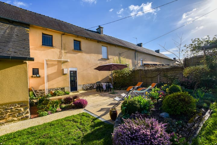 Holiday home with pretty terrace and garden, near the Paimpont forest
