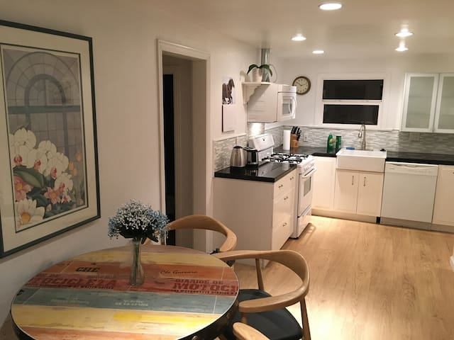 very quiet and relax beach bungalow - Hermosa Beach - Casa
