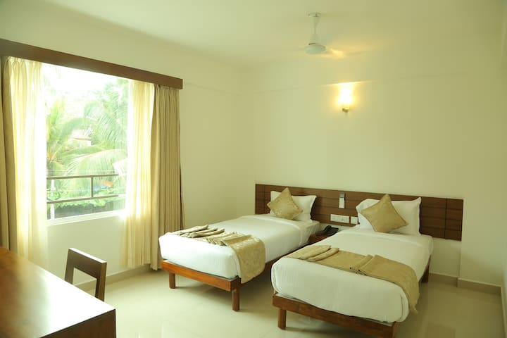 Elegant And Comfort Stay On Twin Share Rooms