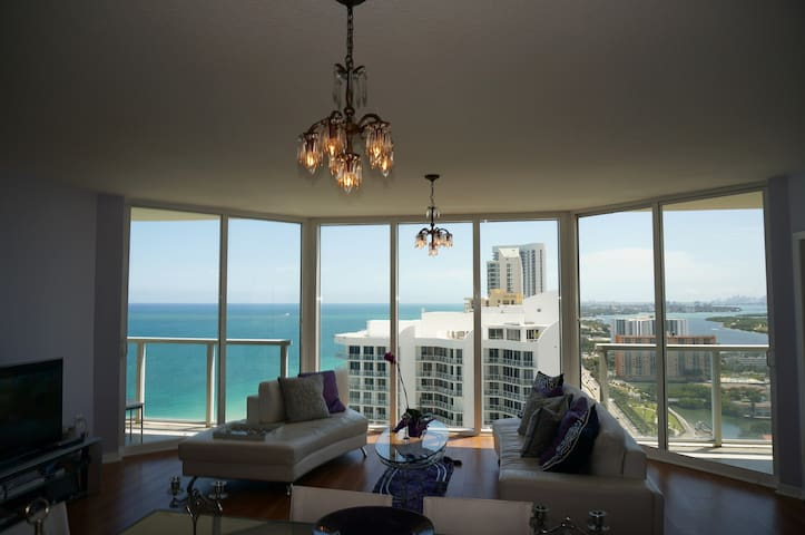LA PERLA OCEANFRONT 2BDR ON 33 FL