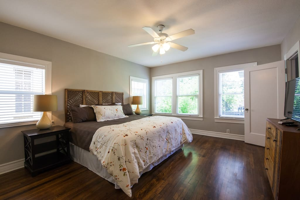 Master Bedroom with 40 inch  TV and comfy king size bed