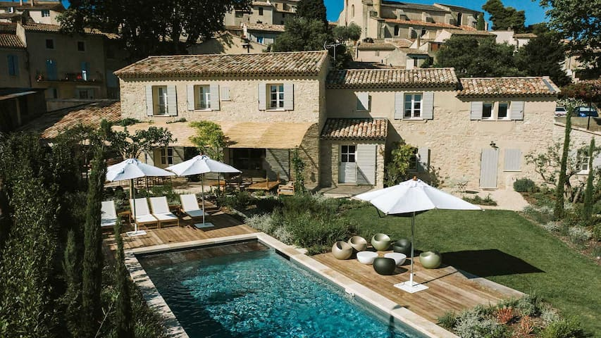 le Mas D'Estieu - Cucuron - France Garden - pool - terrace - 5 Bedrooms + holiday house Cucuron Luberon - Enjoy your family holidays in a beautiful Historical Mas fully renovated Market, shops, restaurants are all less 5 minutes walking distance