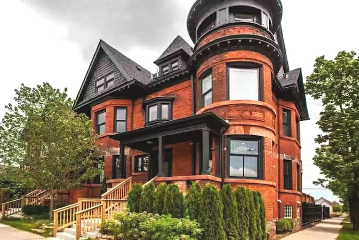 Stunning Light Filled Victorian Condo w Pvt Porch!