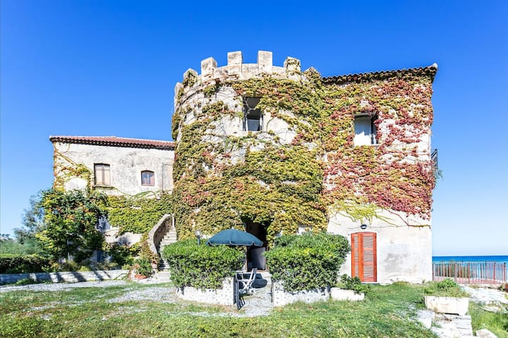 Historical villa in Calabria with colourful garden