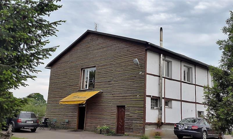 Pokoje przy Stadnine - Bronków - Huis